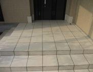 玄関タイル面:専用薬剤手洗い!の写真