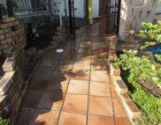 玄関アプローチ:バイオ高圧洗浄施工...の写真