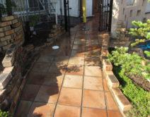 玄関アプローチ:バイオ高圧洗浄施工!の写真