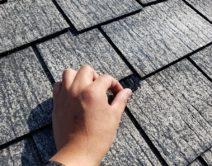 屋根再生塗装の縁切り部材の写真