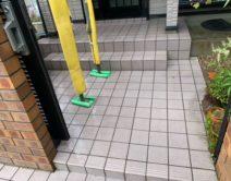 玄関アプローチタイル床面:薬剤洗い!の写真