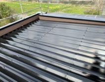 無機4フッ化フッ素樹脂ブラック・折板屋根仕様の写真