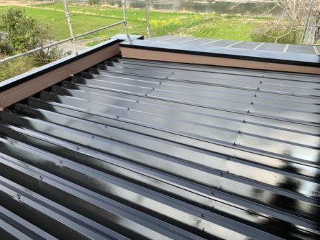 無機4フッ化フッ素樹脂ブラック・折板屋根仕様邸のAfter(施工後)の様子