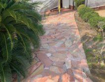 石面アプローチ部の高圧洗浄施工の写真