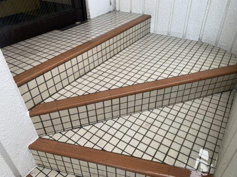 玄関入り口・階段タイル床面:薬剤洗い!邸のAfter(施工後)の様子