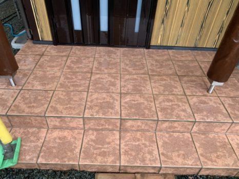 玄関タイル床面:薬剤洗い邸のAfter(施工後)の様子