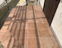 玄関タイル床面:薬剤洗い・保護ワックス!邸のBefore(施工前)の様子