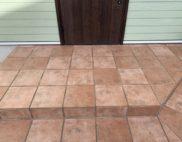 玄関タイル床面:薬剤洗い・保護ワッ...の写真