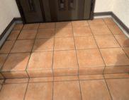 玄関タイル床面・保護ワックス施工の写真